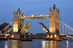 Vienna - London Stansted (with return) from 39.95€